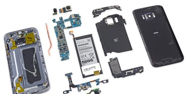 Điện thoại Samsung bị rơi cũng có thể khiến linh kiện hư dẫn đến treo logo
