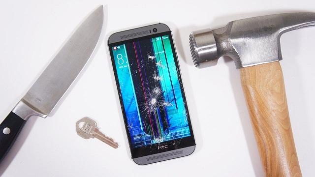 Hình ảnh hiển thị bị sọc khi màn hình điện thoại HTC bị hư