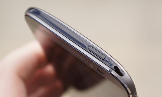 Nút nguồn bị hư khiến điện thoại HTC không thể khởi động