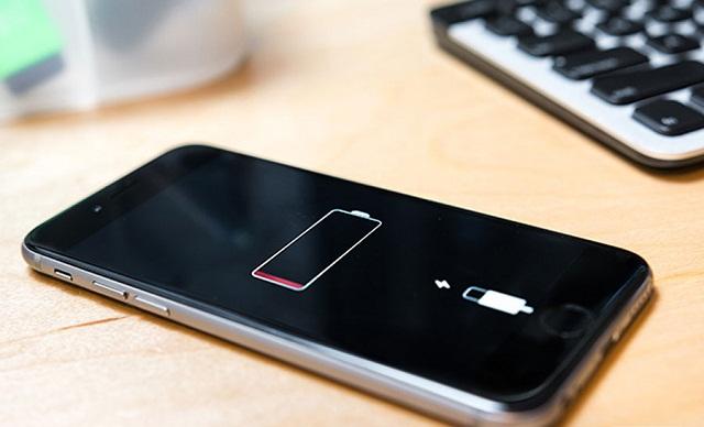 iPhone hao pin có thể do chạm IC trên bo mạch