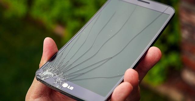 Mặt kính điện thoại LG bị nứt do người dùng làm rơi máy