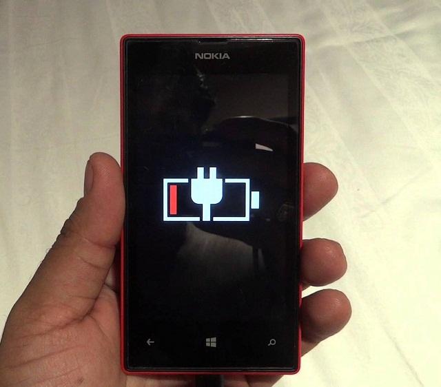 Không nên để đến khi điện thoại Nokia hết pin mới sạc