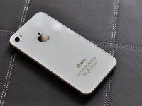 iPhone vỏ trắng rất dễ bám bụi bẩn