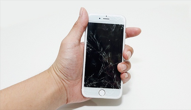 Điện thoại nứt kính cần thay kính