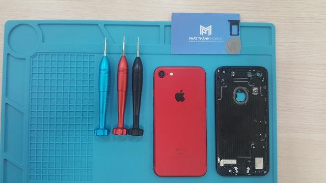 Thay vỏ iPhone 7 đen thành đỏ