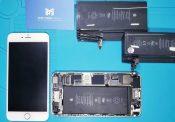 iPhone được tháo ra để thay pin tại Phát Thành