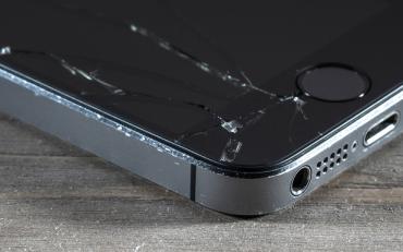 iPhone SE thay ép mặt kính